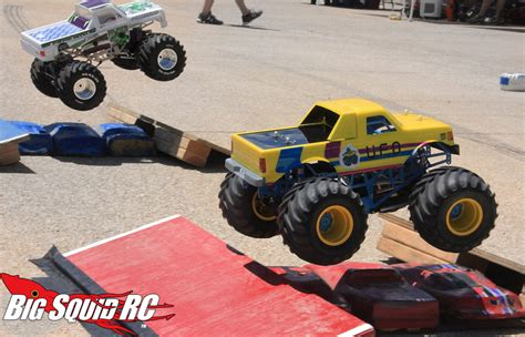 monster truck race everybody s scalin all about the smt10 171 big squid rc