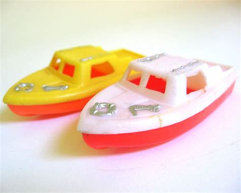 bathtub toy boats 25 best ideas about floating in water on pinterest