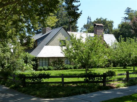 steve jobs house palo alto file steve jobss house in palo alto 9602783108 jpg wikimedia commons