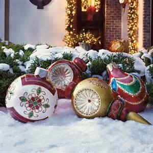 garten weihnachtsdeko weihnachtsdeko im garten 30 ideen mit weihnachtskugeln