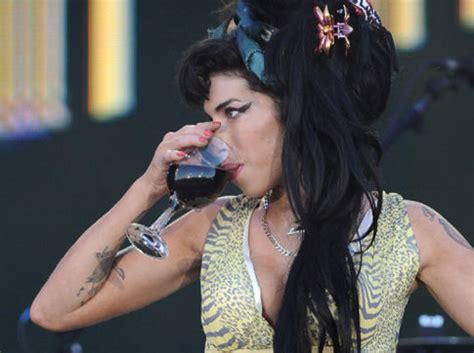 Winehouse Takes Nyc By by Winehouse Died From Withdrawal Family Ny Daily News