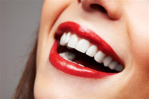 quali cibi e abitudini aiutano o disturbano il 10 cibi per avere denti sani e bianchi letteraf