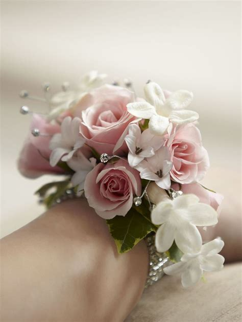 whats corsage style for 2015 the 25 best ideas about prom corsage on pinterest prom
