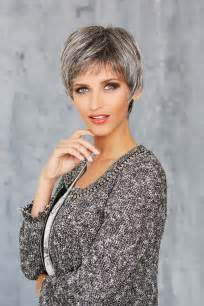 coupe courte femme cheveux gris