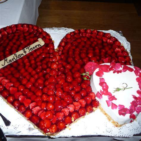 Hochzeitstorte Herz Erdbeeren by Konditorei Germania Hotel Caf 233 Germania