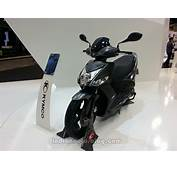 KYMCO 16  Agility 125 Front Three Quarters Right