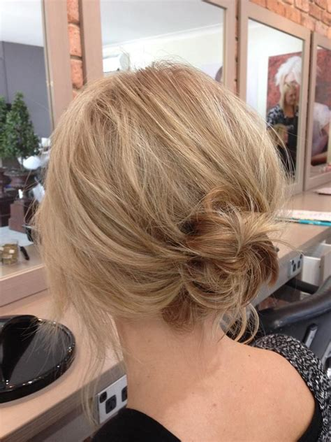 Best 25  Low loose buns ideas on Pinterest   Loose updo