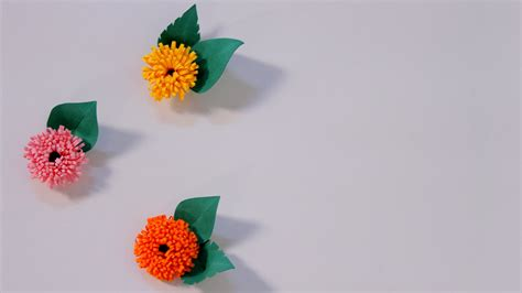 How To Make Flowers With Paper Quilling - how to make quilled fringed flowers using paper