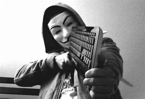 Kaos Anonymous Hacker Hitam 01 anonymous hacker charged with cyberstalking faces 440