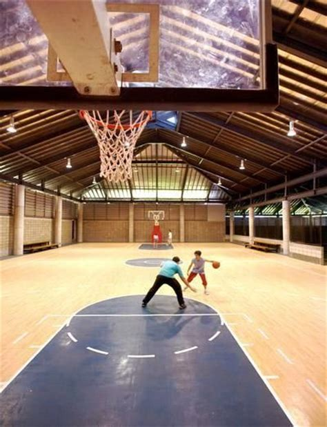 basement basketball court 25 b 228 sta indoor basketball id 233 erna p 229 pinterest lyxiga