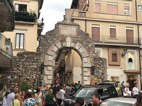 la porta di taormina porta catania di taormina porta catania di taormina