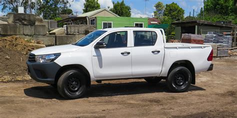 toyota on 2016 toyota hilux workmate 4x4 review caradvice