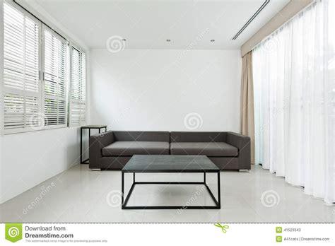 helles wohnzimmer helles wohnzimmer mit grauem sofa stockfoto bild 41523343