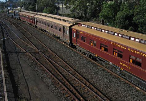 public boat r echuca file e type carriage train jpg wikimedia commons