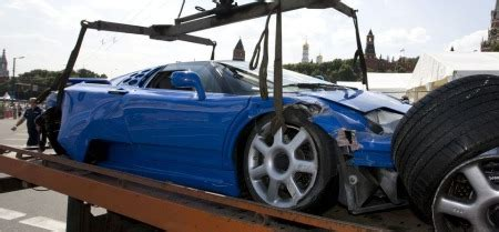 bugatti eb110 crash bugatti eb110 crasht tijdens moscow city racing