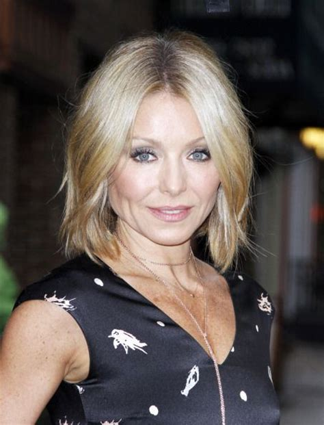 krlly tipa have thick hair kelly ripa m i d l e n g t h h a i r pinterest