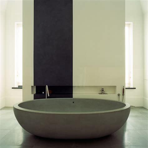 Minimalist Bathtub by Minimalist Bathroom With Bath Bathroom Decorating