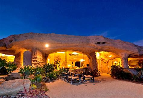 dick clark s flintstone house 7 most unusual homes in the world page 4 of 7 ealuxe com