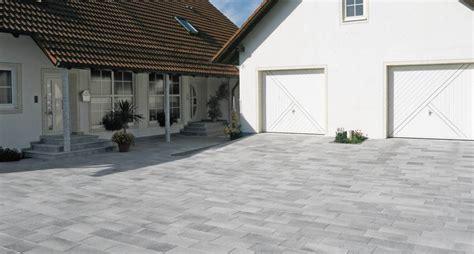 Pflastersteine Einfahrt Modern by Hauszufahrten
