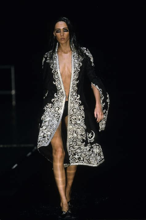 Fashion Week Fall 2007 The Budget Fashionista Heads To The Tents by Mcqueen 2000 Ready To Wear Collection