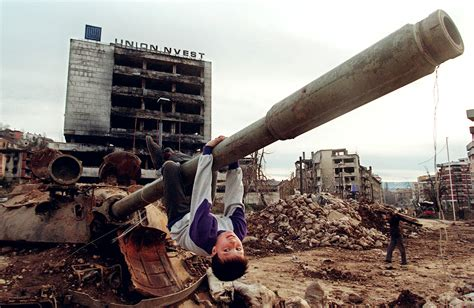 siege de sarajevo bosnia the memory and imagination of war blair lyonev