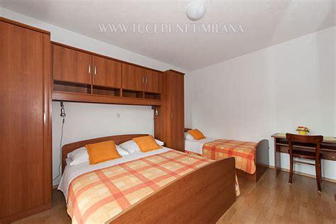 b5 in my bedroom b5 r2 1 bedroom for 2 to 3 persons zimmer f 252 r 2 bis 3 personen tučepi makarska riviera