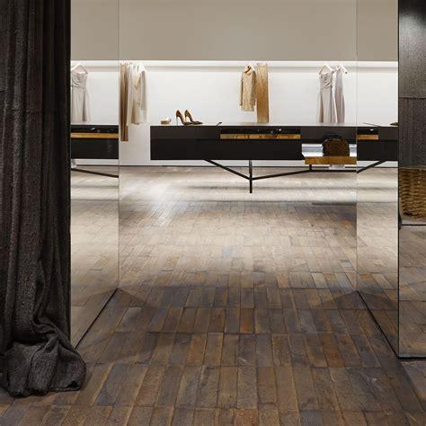 Salle De Bain Parement 623 by Antonia De Cotiis Retail Design Experience