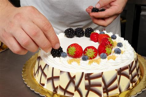 cake decorating with fruit slideshow