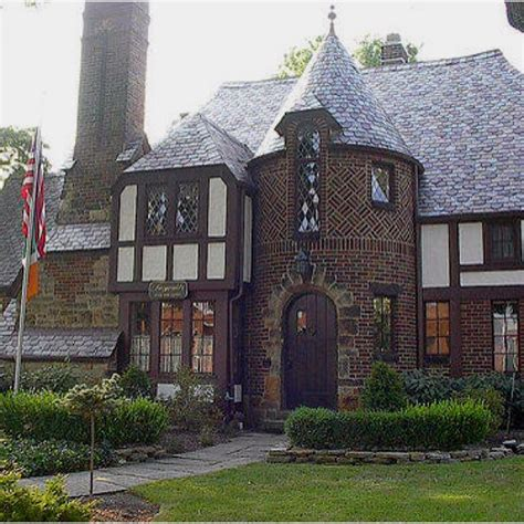 25 best ideas about tudor house on tudor