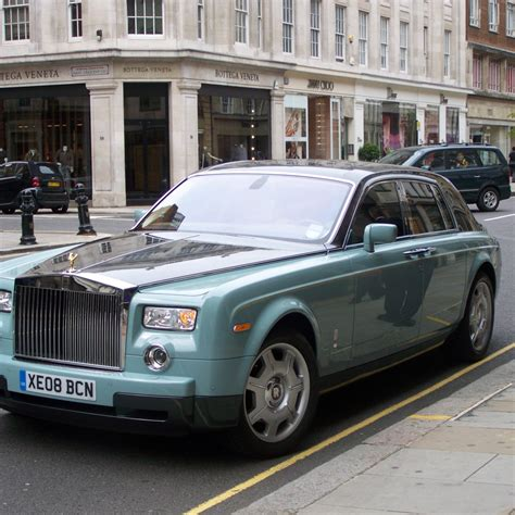 roll royce sky want to drive a roll royce phantom car rentals