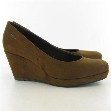 tamaris 22449 wedge court shoes in brown