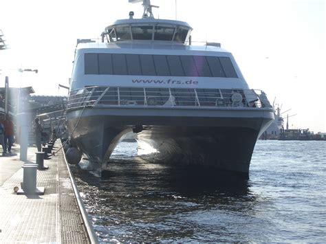 catamaran definition in spanish unterwasserschiff