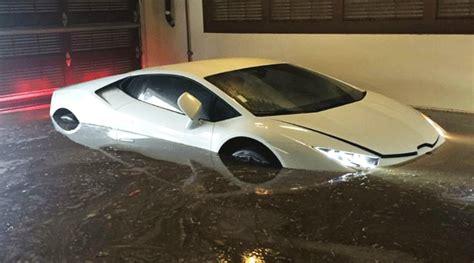 Lu Led Mobil Polisi downpour floods underground parking lot with lamborghini