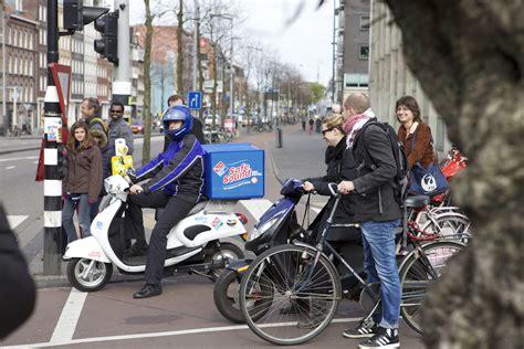 domino pizza van horne domino s pizza verhoogt verkeersveiligheid elektrische