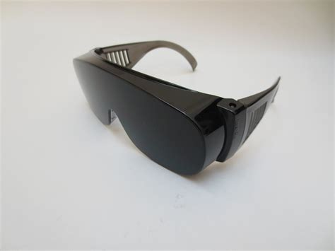 Kacamata Keren ini dia 10 jenis kacamata keren untuk menunjang aktivitas
