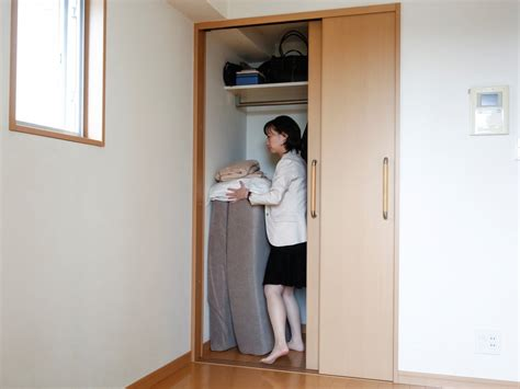 japanese minimalist living 11 ways to live like an extreme japanese minimalist