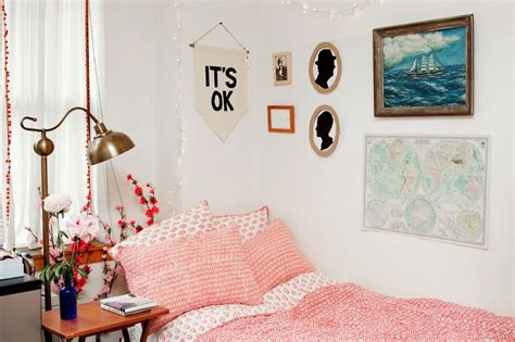 college bedroom decor 32 ideas for decorating dorm rooms courtesy of the