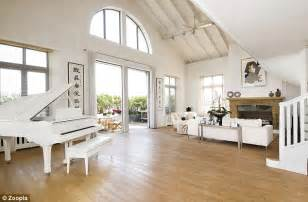 White Kitchen Sinks Uk - inside the 163 12m london penthouse home of pop star duffy before it was ravaged by a blazing