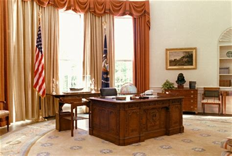 new oval office the new american hms resolute desk with replica oval