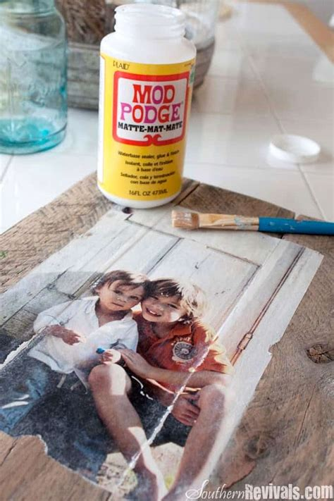 photo transfer pallet photo frames mod podge rocks