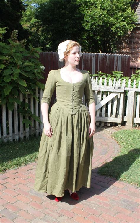 1770 85 Olive Linen Gown by GoldenHind on Etsy   E.T.T.   Pinterest   Klänningar