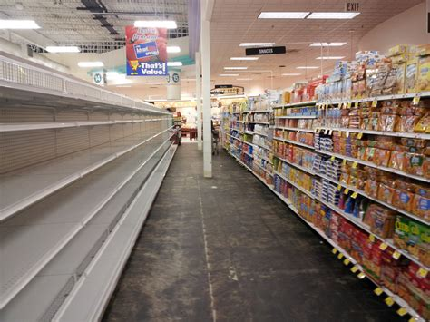 the 10 foods that disappear from store shelves