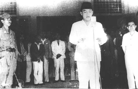 biography of moh hatta ir soekarno the first president of indonesia famous
