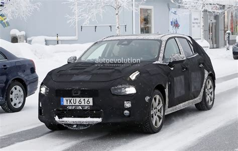 volvo co lynk co 04 hatchback spied is also a volvo v40 preview