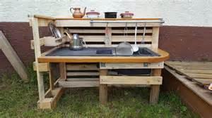 Outdoor Kitchens Ideas Pictures Matschk 252 Che Selber Bauen Aus Einwegpalletten Zwerge De