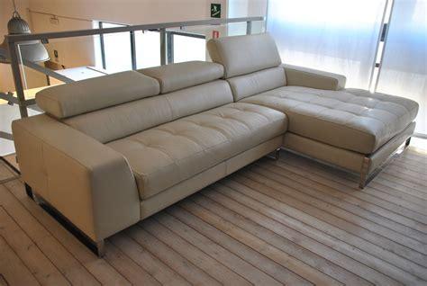 occasioni divani occasione divano in pelle color ghiaccio con penisola