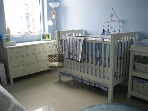 chambre bébé bleu et blanc chambre bebe vert bleu