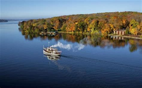 lake geneva boat tour tickets fall a great time for a lake geneva boat tour