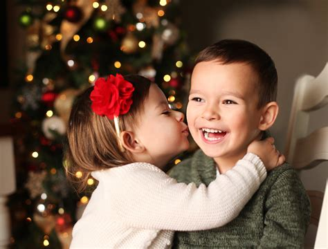 how to take photos of your kids in front of the christmas