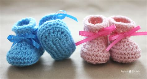 Stand Hook Bebek crochet newborn baby booties pattern repeat crafter me